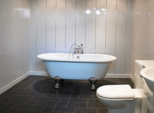 Отделка стен ванной комнаты ПВХ-панелями