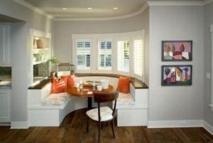 Диван в интерьере кухни: как выбрать и где поставить?