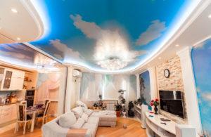 Натяжные потолки с рисунком в дизайне интерьера