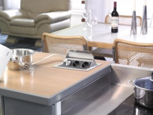 Розетки в столешнице на кухне: особенности и разновидности