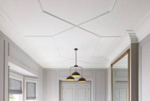 Молдинги на потолке в дизайне интерьера