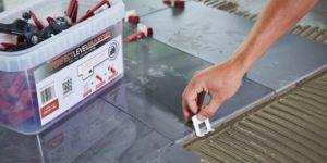 Клинья для укладки плитки: особенности использования