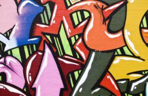 Что учесть при выборе обоев с граффити?