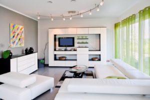 Белая мебель для гостиной: расставляем акценты грамотно