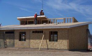Особенности возведения крыши из СИП-панелей