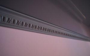 Как выбрать багет для натяжного потолка?