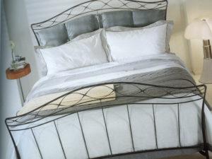 Особенности кованых кроватей Ikea