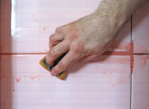 Как затирать швы на плитке?