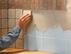 Как клеить плитку: тонкости процесса