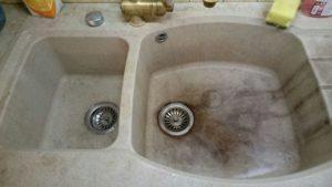 Чем отмыть керамическую и нержавеющую раковины?