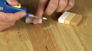 Как убрать царапины на ламинате?