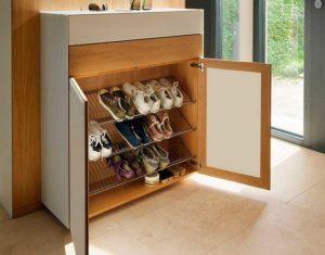 Почему удобно ставить обувницу в прихожую?