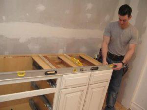 Установка столешницы на кухне: необходимые инструменты и последовательность действий