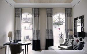 Двухцветные шторы в дизайне интерьера