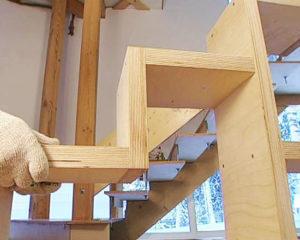 Как правильно изготовить лестницу из фанеры?