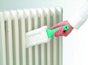 Как помыть отопительные батареи внутри от пыли?