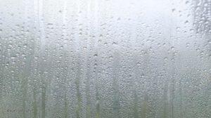 Потеют окна: причины и способы устранения проблемы