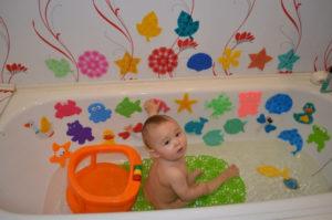 Особенности выбора детских мини-ковриков для ванной