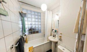Окно между ванной и кухней в хрущёвках: предназначение и варианты оформления
