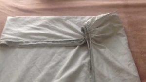 Как правильно погладить и сложить простыню на резинке?