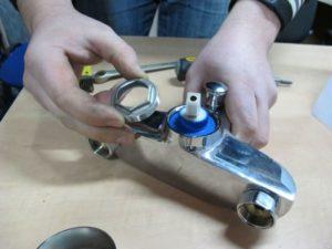 Как правильно разобрать смеситель?