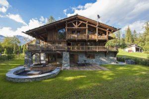 Дом в стиле шале: особенности альпийской архитектуры