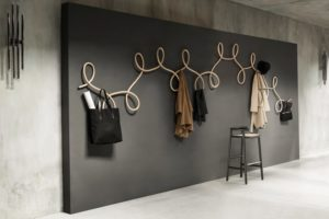 Крючки для одежды в прихожую – важный элемент дизайна