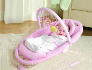 Шезлонги для новорожденных: обзор популярных моделей и критерии выбора