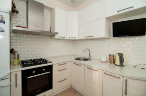 Особенности светлых угловых кухонь