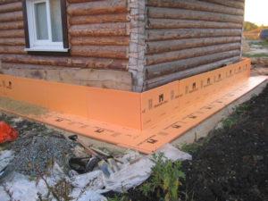 Тонкости процесса утепления фундамента деревянного дома
