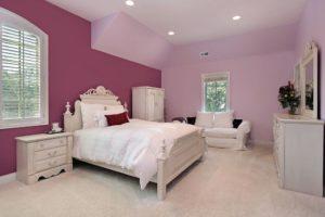Модная покраска стен в спальне