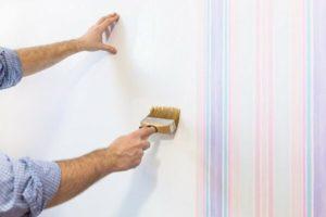 Можно ли клеить обои на водоэмульсионную краску?