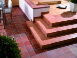 Плитка для ступеней: разновидности и характеристики