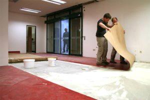Правильная укладка линолеума на бетонный пол