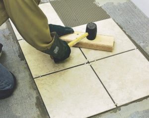 Тонкости укладки плитки на пол