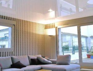 Белые глянцевые натяжные потолки: плюсы и минусы