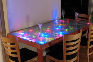 Столы с подсветкой в интерьере