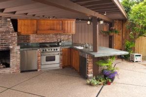 Особенности оформления летней кухни на даче