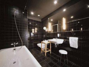 Интерьер ванной комнаты в чёрных тонах: преимущества и варианты оформления
