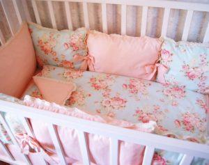 Выбираем бортики в кроватку для девочки