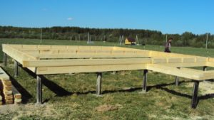 Свайный фундамент: особенности, плюсы и минусы конструкции, монтаж