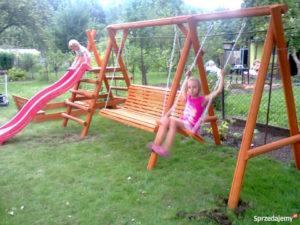 Детские деревянные качели: виды и советы по выбору