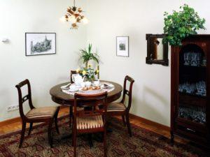 Круглый столик – отличное решение для любой комнаты