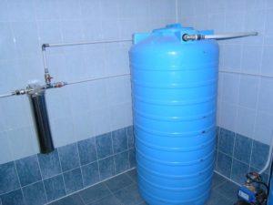Накопительный бак для воды: как обеспечить бесперебойное водоснабжение?