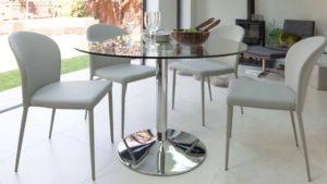 Круглые стеклянные столы – современная мебель в интерьере комнаты
