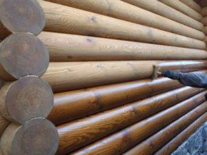 Для чего нужна шлифовка сруба и как правильно обработать деревянный бревенчатый дом?