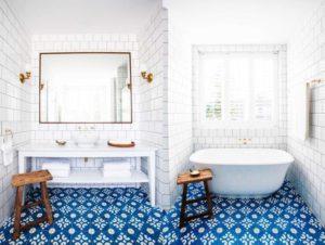 Белая плитка для ванной: особенности материала и варианты отделки