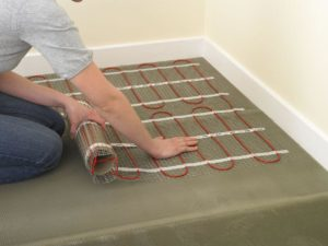 Плюсы и минусы электрического теплого пола под плитку