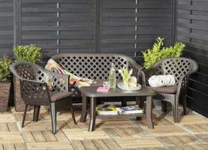 Пластиковая мебель для дачи: нюансы выбора и расстановки