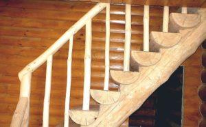Лестницы из бревен: разнообразие форм и конструкций